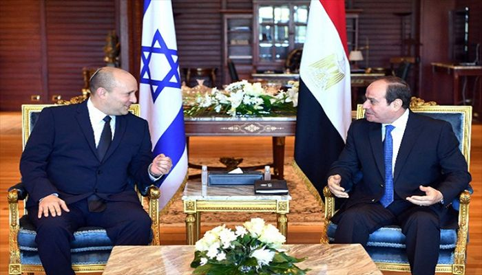 Egyptian President Abdel Fattah al-Sisi (R) meets with Israeli Prime Minister Naftali Bennett in the Egyptian Red Sea resort town of Sharm El-Sheikh, September 13, 2021.    Reuters Photo: Collected