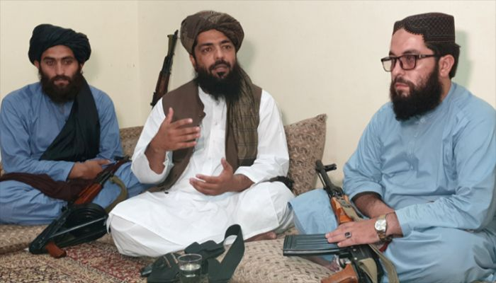Waheedullah Hashimi (C), a senior Taliban commander, gestures as he speaks with Reuters during an interview at an undisclosed location near Afghanistan-Pakistan border August 17, 2021.    Reuters Photo: Collected