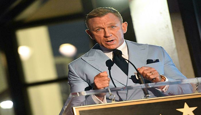 Shaken And Starred: Bond Star Craig Honored on Hollywood Walk of Fame