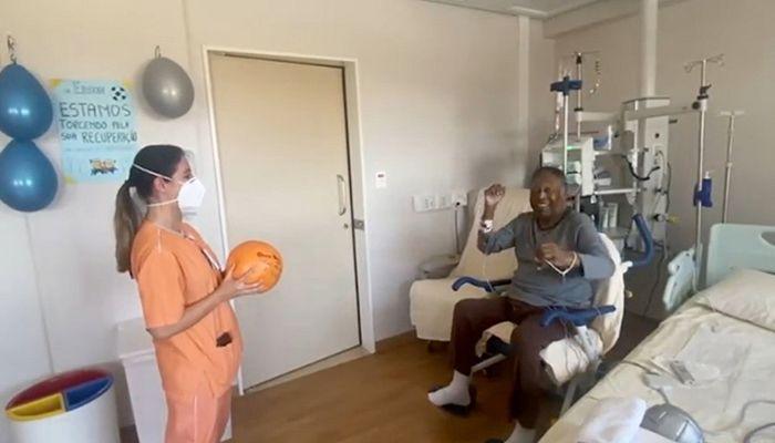 Pele Feeling 'Better' following Tumor Surgery